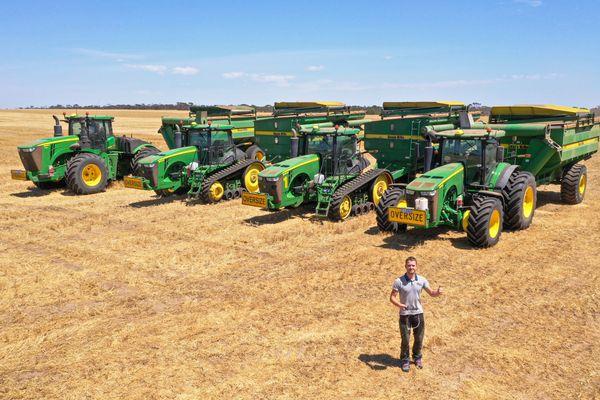 Hugo Lucas lors d'un voyage en Australie dont il a dévoilé les pratiques agricoles sur sa chaîne Youtube HLG Machinery