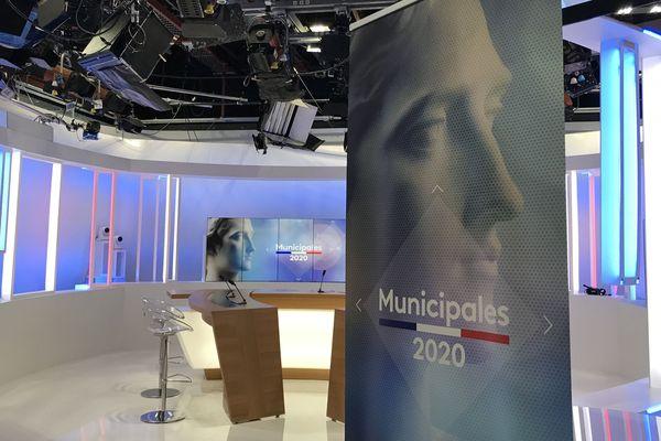 """Le studio de France 3 Bourgogne pour la soirée """"élections"""""""
