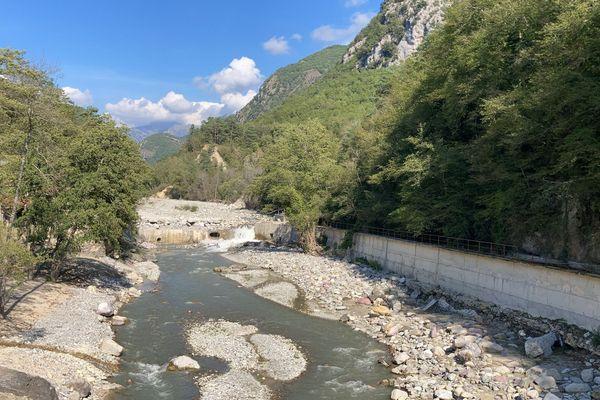 Après l'explosion de la partie haute du barrage, jeudi 23 septembre.