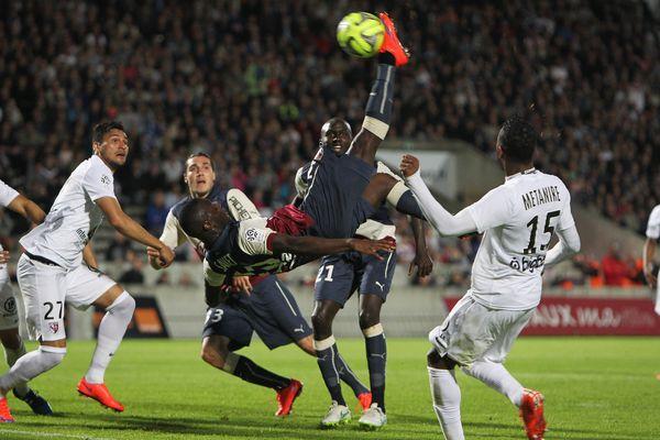 Malgré ce superbe retourné, le but qui a suivi a été refusé au Girondin Saivet.