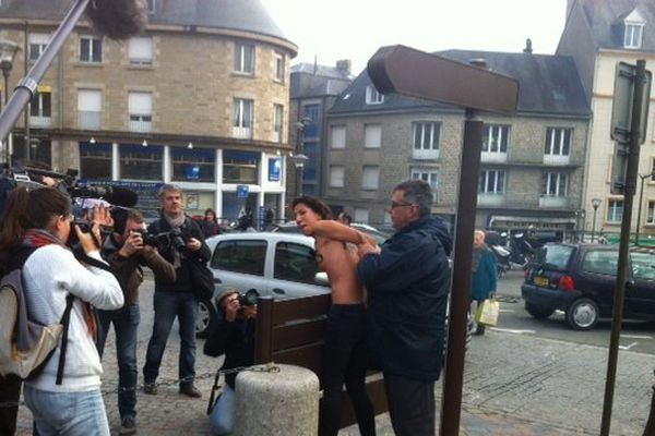 Les Femen ont été rapidement maîtrisées