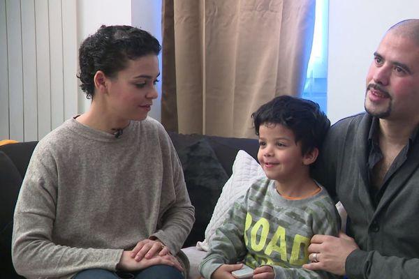 A la satisfaction des parents de Nessib, la justice a reconnu que pour lui aussi l'école est un droit fondamental.