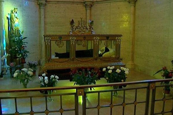 Bernadette Soubirous repose au couvent Saint-Gildard de Nevers, dans la Nièvre, où elle est morte le 16 avril 1879.