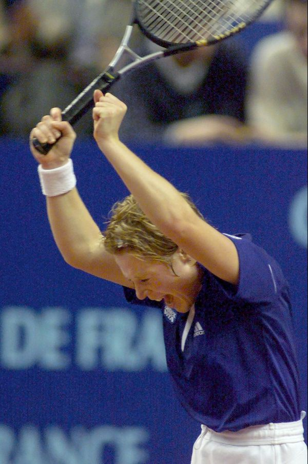 En 2000, Sarah Pitkowski exultait au stade Pierre de Coubertin à Paris, après avoir battu sa compatriote Amélie Mauresmo lors du deuxième tour du 8e Open de tennis de Paris.