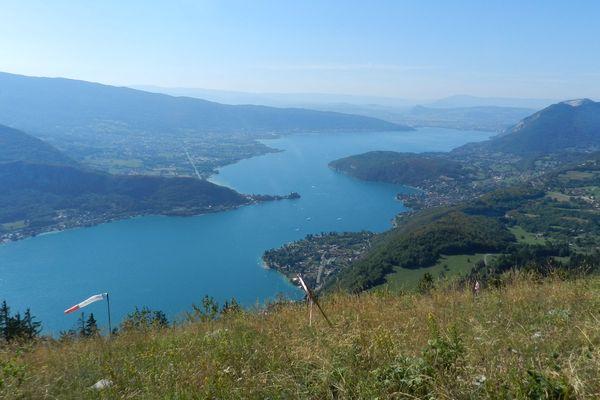 Seule la plage de Doussard est concernée par l'interdiction de baignade dans le lac d'Annecy.