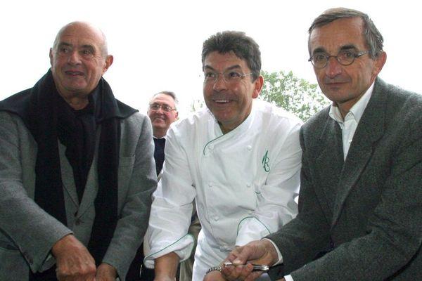 Paul Bocuse (à gauche), Régis Marcon (au milieu) et Michel Bras en 2005