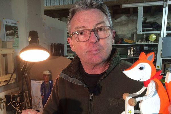 Patrice Albert va devoir stopper sa production de jouets en bois artisanal. France 3 Périgords - Philippe Niccolaï & Florian Rouliès
