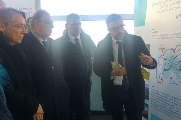 Jacques Mézard, ministre de la Cohésion des Territoires, et Elisabeth Borne ministre chargé des Transports, le 6 novembre à Aurillac (Cantal)