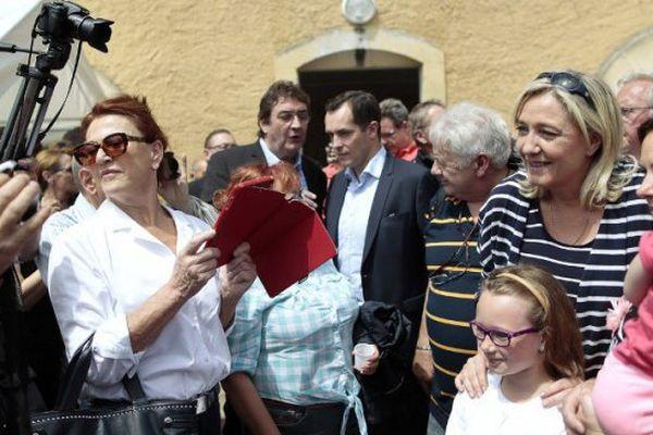 Marine Le Pen et Nicolas Bay en campagne en normandie au printemps dernier.