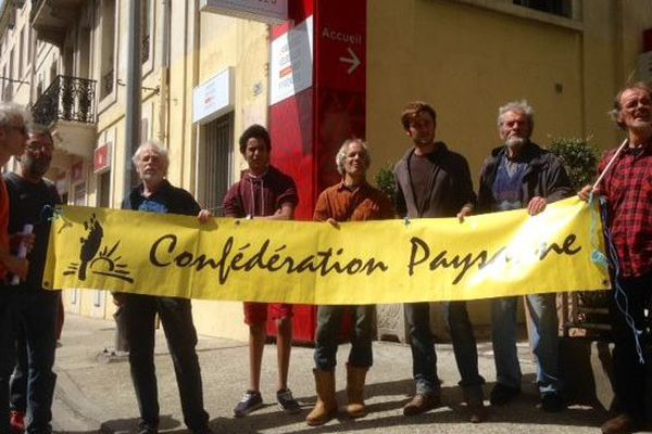 La Confédération Paysanne demande aux élus du Conseil Régional de voter pour le plafonnement de l'aide à la conversion bio dès la campagne 2015 et d'étendre le soutien apporté par l'aide au maintien à tous les agriculteurs bio, quelle que soit la date de leur entrée en bio.