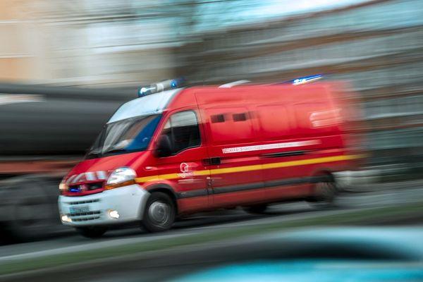 Une quarantaine de sapeurs-pompiers ont été mobilisés le 26 août après un accident mortel survenu sur l'A352.