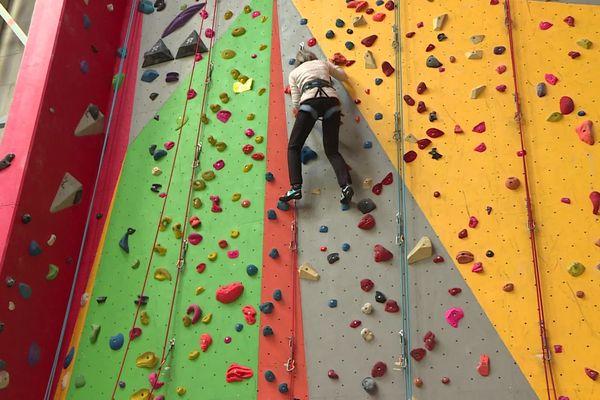 Gap : Marie-Laure apprend à escalader avec son amie Michèle.