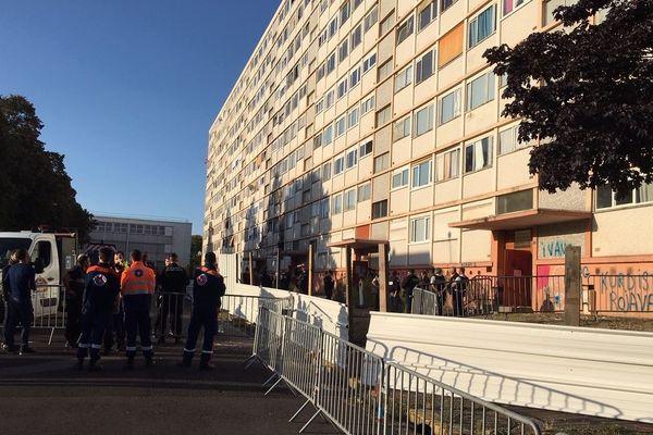 23 septembre 2019 : dernières évacuations avant neutralisation des accès à l'immeuble Sorano de Saint-Etienne-du-Rouvray