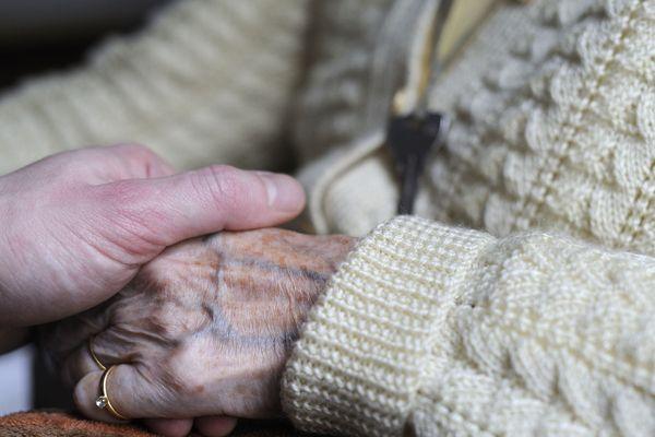 Aujourd'hui en France, près de 3 millions de personnes sont directement ou indirectement touchées par la maladie d'Alzheimer.