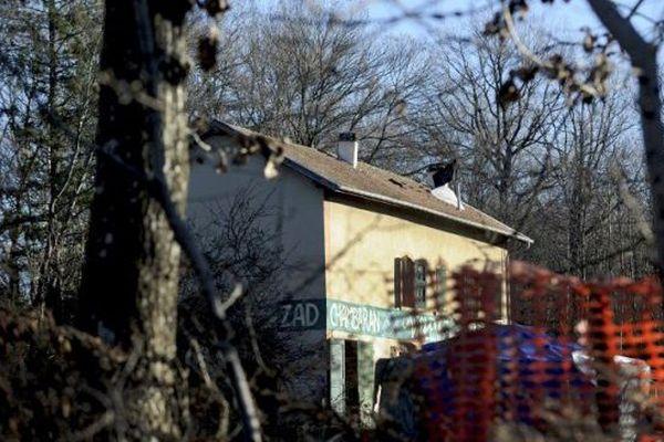 L'incendie s'est déclaré dans une grange attenante à cette maison forestière.