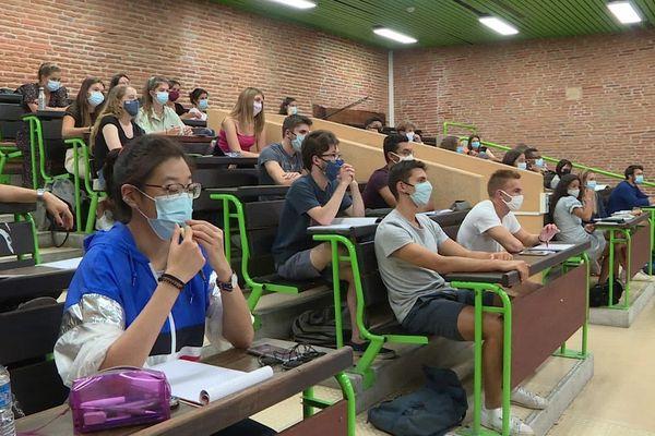 Accueillir tous les étudiants tout en respectant le protocole sanitaire : le double enjeu de cette rentrée universitaire.