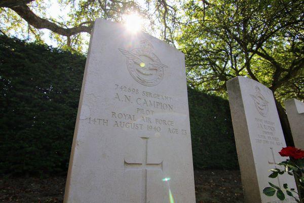 La tombe d'Alfred Norman Campion au cimetière militaire de l'Est à Boulogne-sur-Mer.