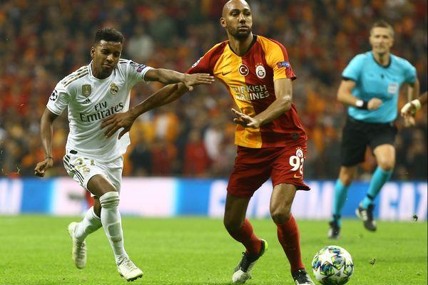 Steven Nzonzi lors d'un match entre le Galatasaray et leReal Madrid en octobre 2019.