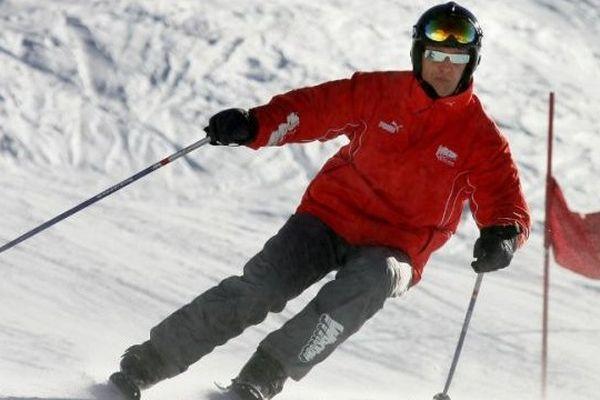 L'ancien champion allemand de Formule 1 Michael Schumacher sur des skis à Méribel