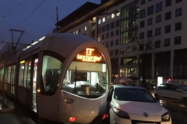 Plus de peur que de mal avenue Pompidou, à Lyon (3e) ce jeudi soir.