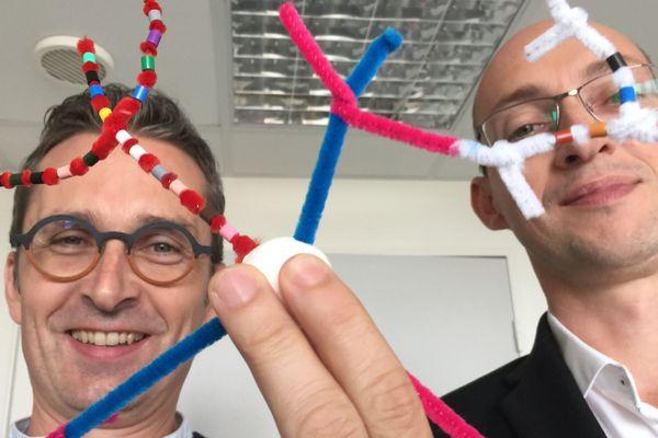 Frédéric Laumonnier et Patrick Vourc'h, bien décidés à vulgariser leurs recherches sur les neurones