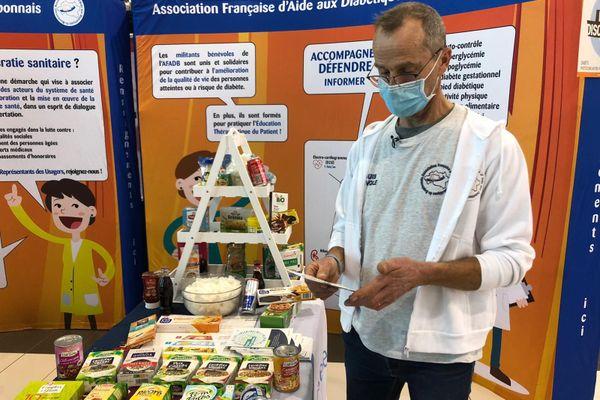 L'association française d'aide aux diabétiques du Bourbonnais tenait un stand d'information dans une galerie marchande de Domérat (Allier) pour sensibiliser à la maladie.