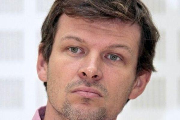 Professeur d'histoire-géographie, ce quadragénaire est également conseiller régional d'Ile-de-France.