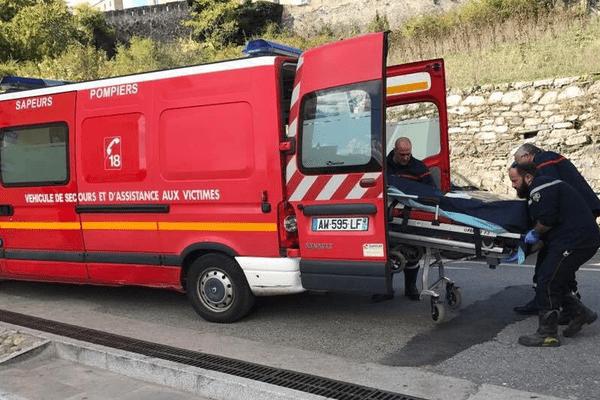 21/10/16 - En grève de la faim, Paul Salort président de la Ghjuventù Indipendentista a été hospitalisé à Corte (Haute-Corse)