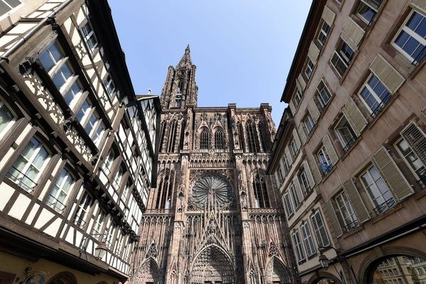 L'entretien et la rénovation de la cathédrale de Strasbourg est assuré par la Fondation de l'Oeuvre Notre-Dame depuis 1220.
