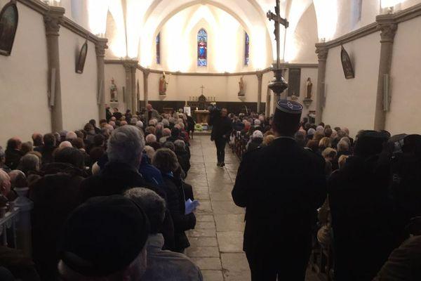 Beaucoup de monde dans l'église de Trédion (Morbihan) ce jeudi matin.