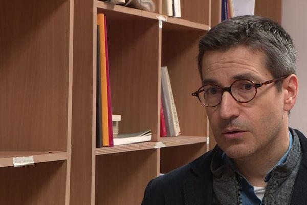 Christophe Capuano, enseignant chercheur à Lyon, connaissait Samuel Paty qui a commencé sa carrière au collège des Battières. Il a apporté son soutien à l'équipe de l'établissement.