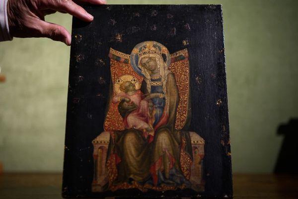 La Vierge et l'enfant en trône est une oeuvre d'un grand peintre de Bohême, le maître de Vissy Brod.