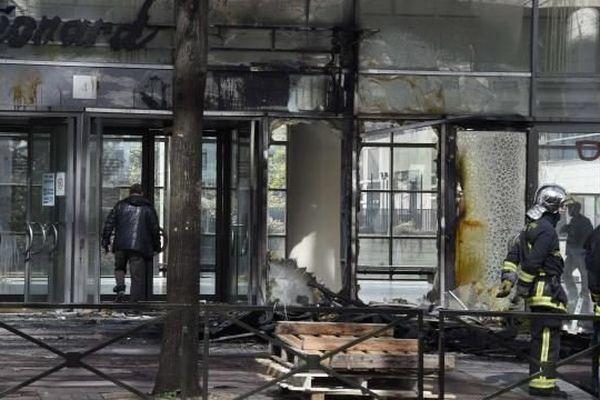 L'entrée du lycée Léonard de Vinci à Levallois avait été endommagée par le feu, le 5 avril dernier