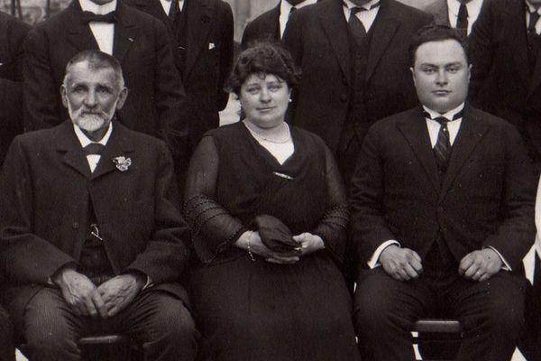 Marie Rivierre, dirigeante de la clouterie de Creil entre 1900 et 1935, avec à sa gauche son fils Paul