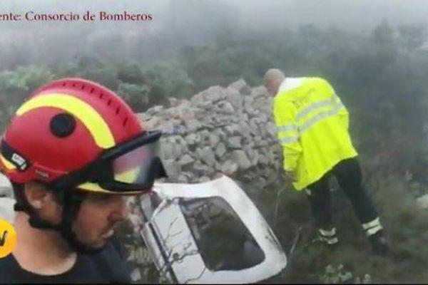Sur le lieu du crash à El Pedreguer, en Espagne, l'épave de l'avion.