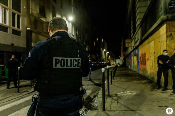 La police a verbalisé cette nuit 110 personnes pour non respect des mesures sanitaires.