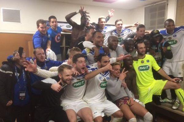 La joie des footballeurs du FC Chambly après leur qualification pour les 8èmes de finale de la Coupe de France.