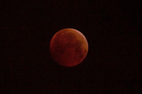"""Une belle """"Lune de sang"""" dans le ciel de Lorraine à l'occasion de l'éclipse de Lune, lundi 21 janvier 2019."""