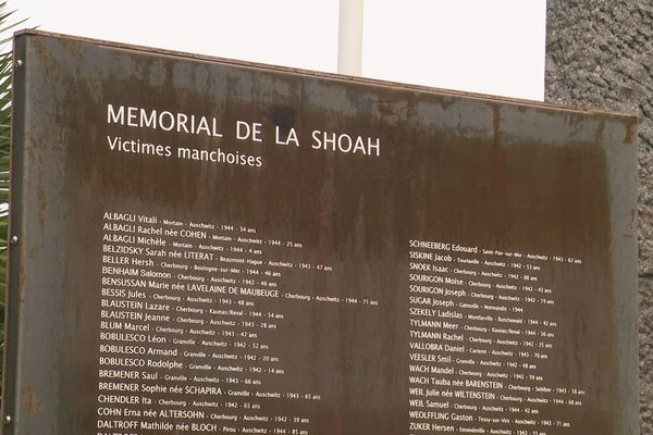 Les noms des victimes manchois de la Shoah figurent sur le mémorial départemental de Cherbourg-en-Cotentin.