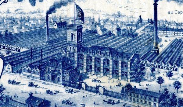 """Le pavillon central a été inauguré en 1899 avec un cour rectangulaire à baies """"mauresques"""" et décor céramique émaillée polychrome, de 27 mètres de hauteur et sur laquelle flottait le drapeau de la société.  Source """" Le Tout Dijon"""" Jean-François Bazin (2003)"""