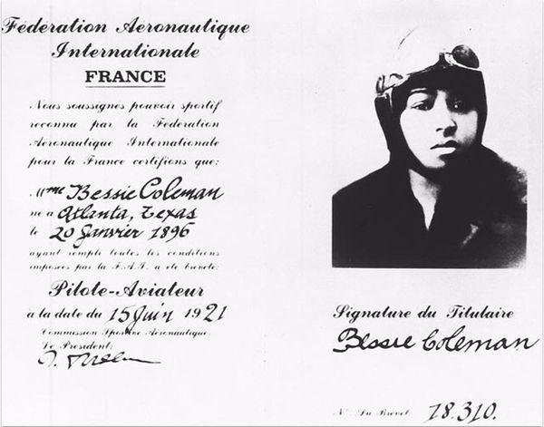 Licence d'aviation de Bessie Coleman. La date de naissance indiquée est le 20 janvier 1896, soit quatre ans de moins que son âge réel.
