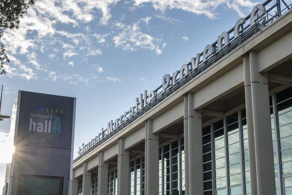 Un homme a violemment agressé deux hôtesses de l'air aujourd'hui à l'aéroport Marseille-Provence.