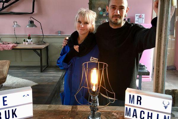 Mme Truk et M.Machin ouvrent les portes de la G'art au Grand Pressigny (37) tout le week-end.