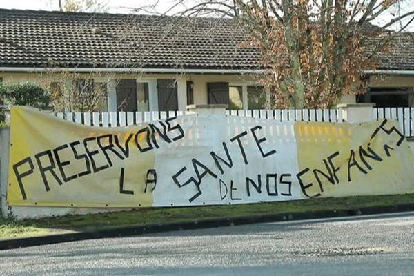 Les habitants de Parempuyre mobilisé contre le futur collège en face des vignes