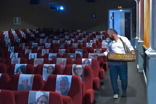Séance spéciale pour Bastien Lechevallier au cinéma Le  Rex , le seul de France à faire salle comble  pendant le confinement