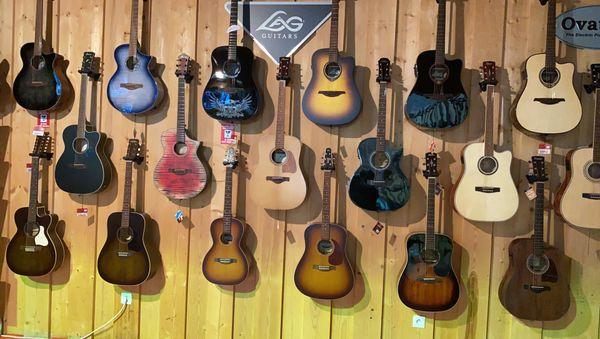 La guitare reste l'instrument le plus vendu en général, une compagne fidèle en tant de crise pour partager de bons moments