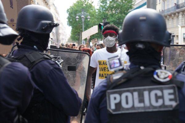"""Manifestation contres le violences policières """"black lives matter"""" le 6 juin 2020 à Marseille."""