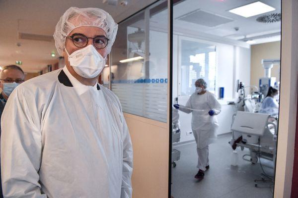 Le Premier ministre, Jean Castex, a visité le service de réanimation et celui des soins continus, samedi 10 avril 2021, à l'hôpital Edouard Herriot de Lyon.