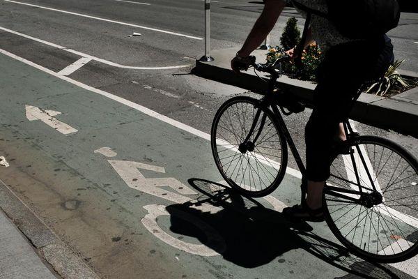Une cycliste de 24 ans a trouvé la mort mercredi 21 juillet après avoir été percutée par un camion à Boulogne-Billancourt, dans les Hauts-de-Seine.