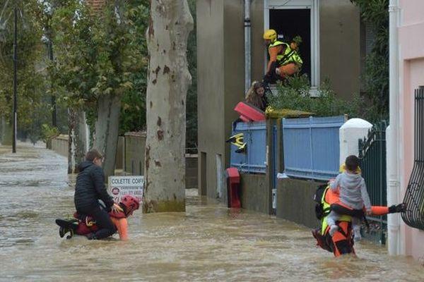 Inondations : l'Aude meurtrie panse ses plaies, évalue les dégâts et se fait aider par des secouristes de notre région.